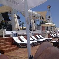 7/15/2013 tarihinde Fehmi K.ziyaretçi tarafından KafePi Beach Club'de çekilen fotoğraf