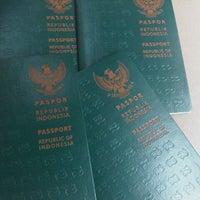 Photo taken at Kantor Imigrasi Kelas I Bandung by Aderma on 4/18/2013