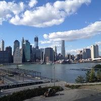 Das Foto wurde bei Brooklyn Heights Promenade von Andrew L. am 10/21/2012 aufgenommen