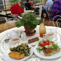 6/23/2013にLunitaがPetersham Nurseries Cafeで撮った写真