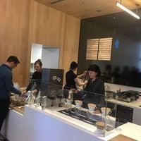 Foto tomada en Blue Bottle Coffee por Kendal C. el 5/3/2018
