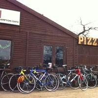 Das Foto wurde bei Colicci Roehampton Gate Café von Jeremy W. am 12/30/2012 aufgenommen