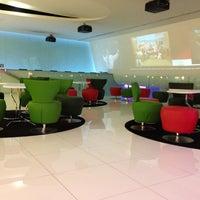 Photo taken at Lounge ANA by Roberto P. on 4/26/2013