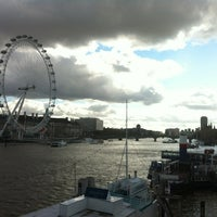 Photo taken at Hungerford & Golden Jubilee Bridges by Vitaly P. on 10/4/2012