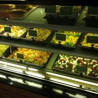 Photo taken at Sumo Salad by Filemon G. on 12/22/2012