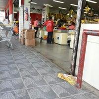Photo taken at Da Terra - Supermercado RedeMAIS by Erivan M. on 11/27/2012