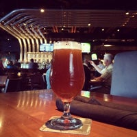 Foto tirada no(a) Yard House por Heather G. em 10/25/2013
