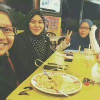 Photo taken at Aida Tomyam Seafood by Aina A. on 3/30/2016