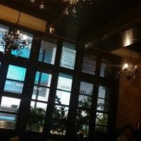 Foto scattata a Queen's Café da Gyung Jin S. il 7/25/2014