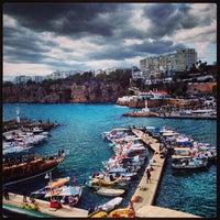 10/23/2013 tarihinde Volkiman🎲ziyaretçi tarafından Yat Limanı'de çekilen fotoğraf