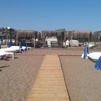 Photo taken at Zuga Beach Club by Volkiman🎲 on 10/20/2012