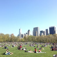Foto tirada no(a) Sheep Meadow por Anjali M. em 4/27/2013