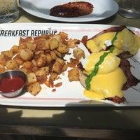 รูปภาพถ่ายที่ Breakfast Republic โดย Ryan M. เมื่อ 8/1/2017