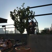 Photo prise au Upstairs Rooftop Lounge at Ace Hotel par Paige Nykole D. le8/10/2017
