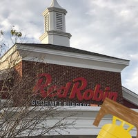 Photo taken at Red Robin Gourmet Burgers by Michael L. on 10/22/2017