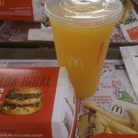 Foto tirada no(a) McDonald's por Glauber B. em 9/11/2014