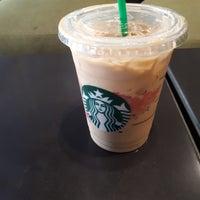 Foto tirada no(a) Starbucks por Tu em 2/27/2018