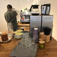Das Foto wurde bei Smena Cafe von Nikita F. am 9/5/2017 aufgenommen