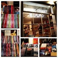 Foto tirada no(a) Bridge Street Books por Shelagh S. em 12/13/2013