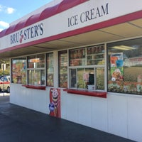 Photo taken at Bruster's Real Ice Cream by Gustavo T. on 10/30/2016