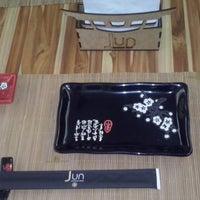 Foto tirada no(a) Jun Japanese Food por SAMANTHA B. em 1/30/2014