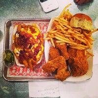 9/7/2013 tarihinde Alvin Y.ziyaretçi tarafından Blue Ribbon Fried Chicken'de çekilen fotoğraf