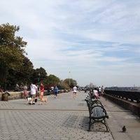 Photo prise au Carl Schurz Park par Melissa P. le10/6/2012