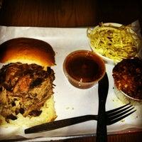 รูปภาพถ่ายที่ Smoque BBQ โดย Ren B. เมื่อ 1/4/2013