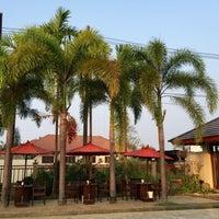 Photo taken at โรงแรมปูนนกันต์ | อ.แม่สอด จ.ตาก by K.Bird on 8/2/2017