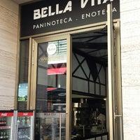 Photo taken at Bella Vita Paninoteca Enoteca by Paco A. on 8/8/2015