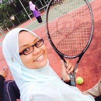 Photo taken at Tenis court kmns by Hafizah Z. on 4/15/2016