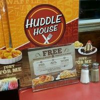 Photo taken at Huddle House by Terron B. on 1/30/2017
