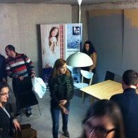 Photo taken at A Contrapeu Coworking by Enrique Alario A. on 12/4/2014