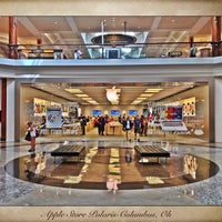 Photo taken at Apple Polaris Fashion Place by Johnni F. on 9/7/2013