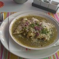 Foto tomada en Restaurante El Chapulin por Daura S. el 12/19/2014