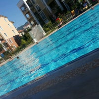 Photo taken at Mavi Yeşil Swimmingpool by Nükhet Ç. on 7/23/2016