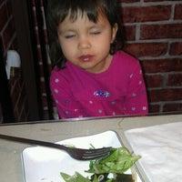 รูปภาพถ่ายที่ Kimchi Sushi โดย Lisa W. เมื่อ 10/21/2012