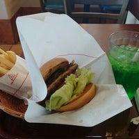 Photo taken at MOS Burger by 名まいたけ 姓. on 5/5/2016