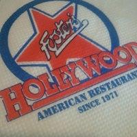 Foto tomada en Foster's Hollywood por Cristina G. el 12/19/2012