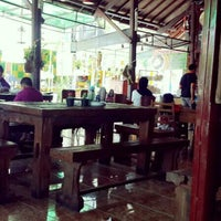 Photo taken at Bakso Kuto Wong Malang Cak To by Esa M. on 3/31/2014
