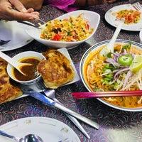 Das Foto wurde bei Laksa King Restaurant von Abbas K. am 6/23/2018 aufgenommen
