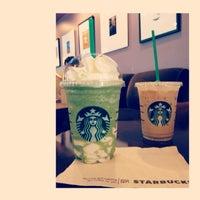 Foto tirada no(a) Starbucks por Manita C. em 7/4/2013