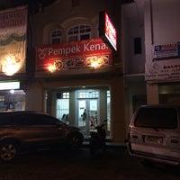 Photo taken at Pempek Kenari by Gregorius D. on 5/14/2014