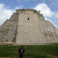 Foto tomada en Zona Arqueológica de Uxmal por Sigifredo V. el 6/16/2013