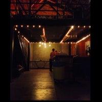 Foto tirada no(a) Bootleg Bar & Theater por Kelsey M. em 4/25/2013