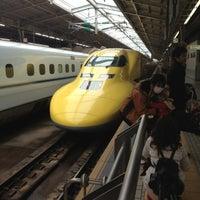 Photo taken at JR新大阪駅 21-22番線ホーム by Satoshi K. on 2/6/2013