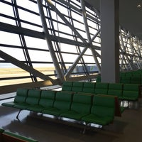 Photo taken at KIX Gate 25 関西国際空港 25番ゲート by Nakamura R. on 3/10/2017