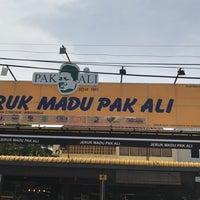 Photo taken at Jeruk Madu Pak Ali Sg Nibong by Mohd Sabri J. on 4/13/2017