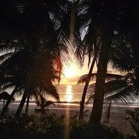 Foto tomada en Ziggys Beach Club por Jolina H. el 10/18/2012
