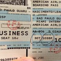 Foto tirada no(a) American Airlines Admirals Club por Leo T. em 8/3/2016
